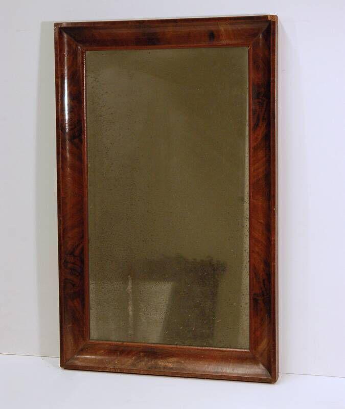Spiegel in mahoniehouten lijst