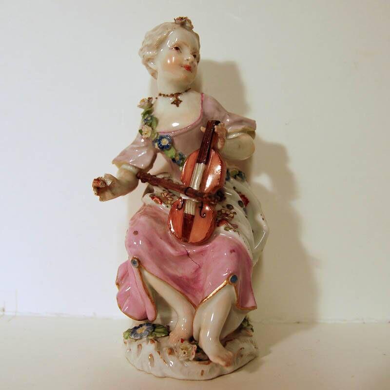 Musicerende vrouwefiguur